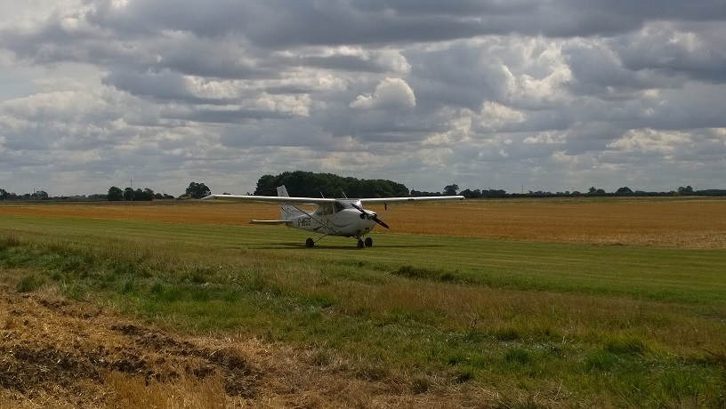 G-MEGS:  Landed at Sempringham Fen Farm Strip